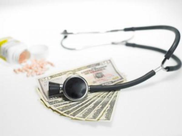 peníze, stetoskop