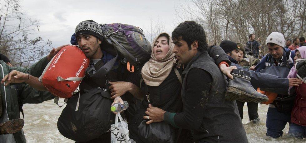 Uprchlíci na cestě k makedonské hranici