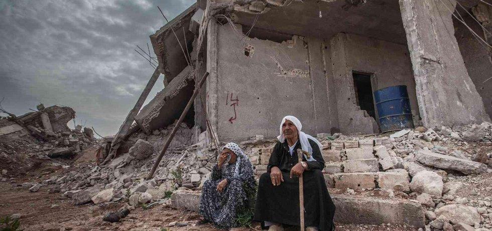 Kobání zničila válka s Islámským státem a také koaliční nálety směřované na pozice islamistů. Drtivá většina domů je v ruinách. Přesto se sem začínají vracet jeho obyvatelé. Tvrdí, že své město milují a chtějí ho vystavět znovu.