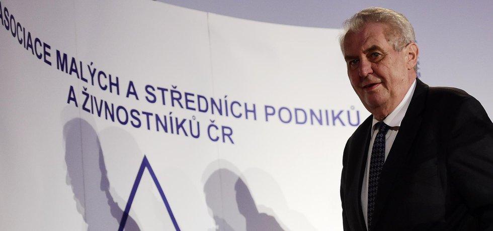 Miloš Zeman doufá, že bude Donald Trump silným prezidentem. Svěřil se s tím během debaty při příležitosti Dne podnikatelů ČR debaty o významu malých a středních firem 15. listopadu.