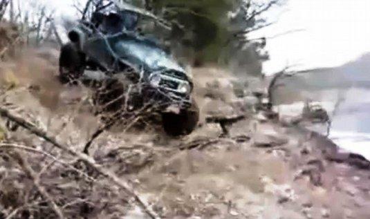 jeep se chystá na pár kotrmelců
