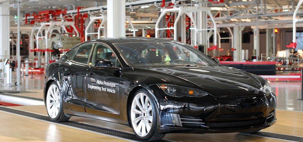 Tesla Model S v továrně v kalifornském Fremontu