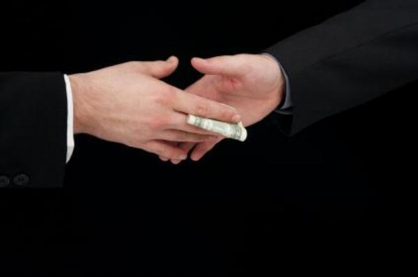 úplatek, peníze, korupce