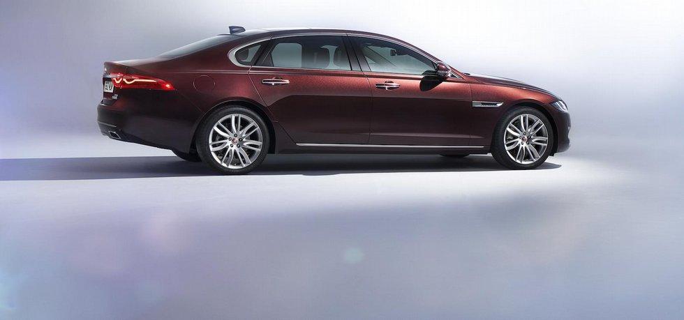 Jaguar XF L s prodlouženým rozvorem pro čínský trh