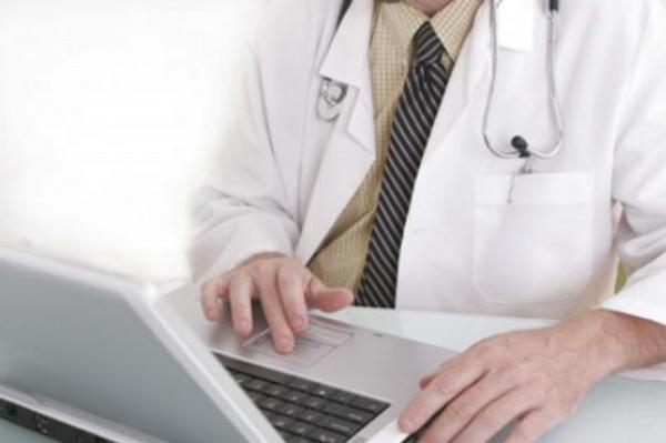 lékař, počítač, intenet