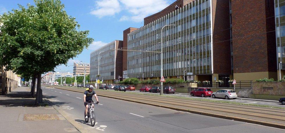 Budova Radnice Prahy 10 na Sídlišti Vlasta ve Vršovické ulici.