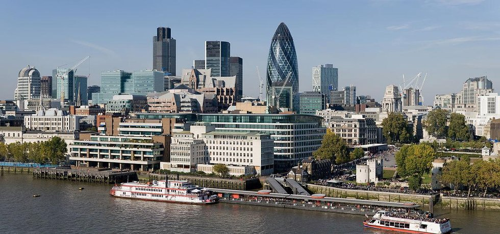London financial district (Diliff via wikimedia commons CC BY-SA 3.0)