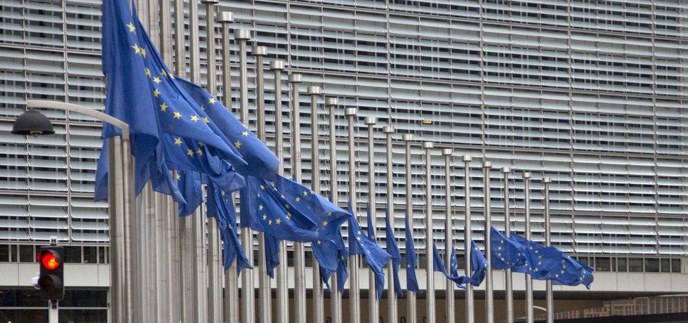 Vlajky EU na půl žerdi