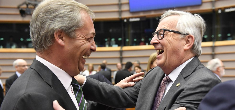Farage a Juncker (zdroj: ČTK)