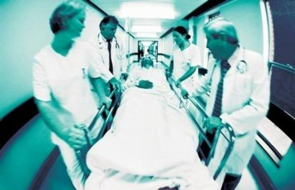 lékaři, nemocnice, chodba