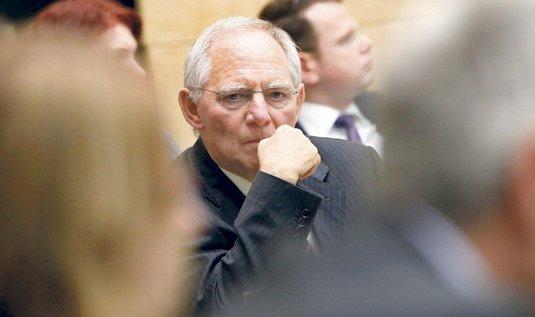 Schäuble: Tisk peněz je placebo, problémy to nevyřeší