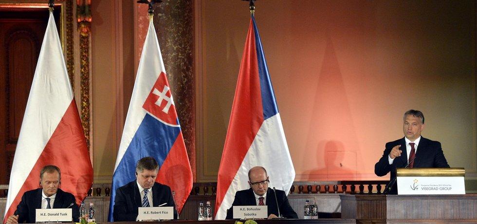 Červnové setkání premiéru Visegrádské skupiny (Zleva Donald Tusk, Robert Fico, Bohuslav Sobotka a Viktor Orbán)