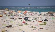 Plasty na pláži (ilustrační foto)