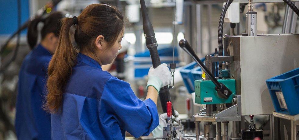 Čína- výroba. Ilustrační foto