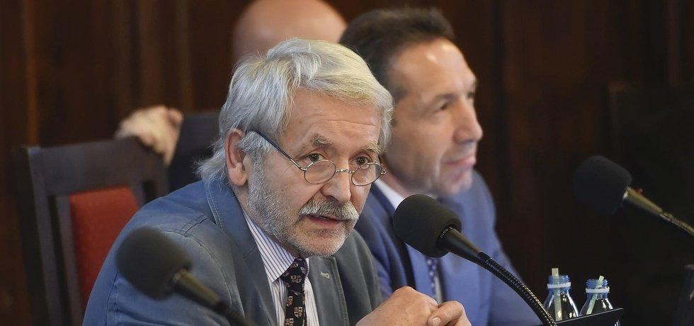 V Jihlavě se 1. listopadu rozpadla koalice ČSSD, ODS, KDU-ČSL a Fora Jihlava. Odvoláni byli mimo jiné náměstci Jaroslav Vymazal z ODS (vpravo) a Milan Kolář z Fora (vlevo).