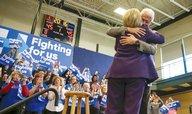 Bill Clinton se pustil do Sanderse, označil ho za populistu