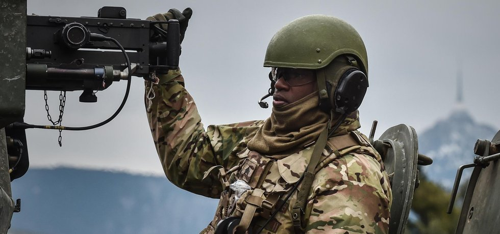 Americký konvoj, jedoucí ze cvičení v Pobaltí na základnu v bavorském Vilsecku, je od neděle 29. března v Česku.