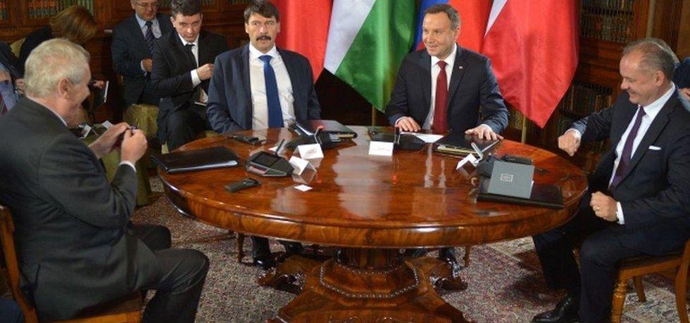 Setkání prezidentů Visegrádu v Polsku.