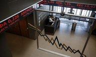 Aténská burza pokračuje v pádu, akcie bank dál odepisují skoro 30 procent
