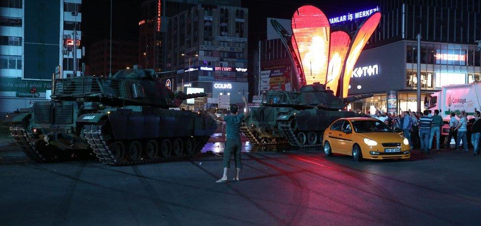 Vojenský puč v Turecku (Zdroj: ČTK)