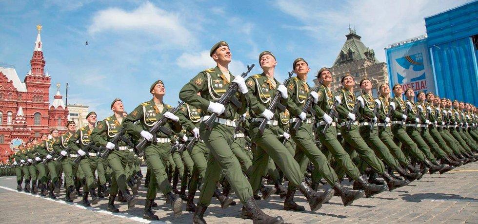 V Moskvě si konec války připomněli vojenskou přehlídkou