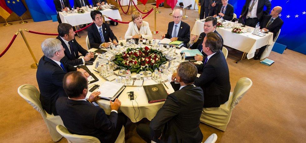 Účastníci jednání G7 u kulatého stolu