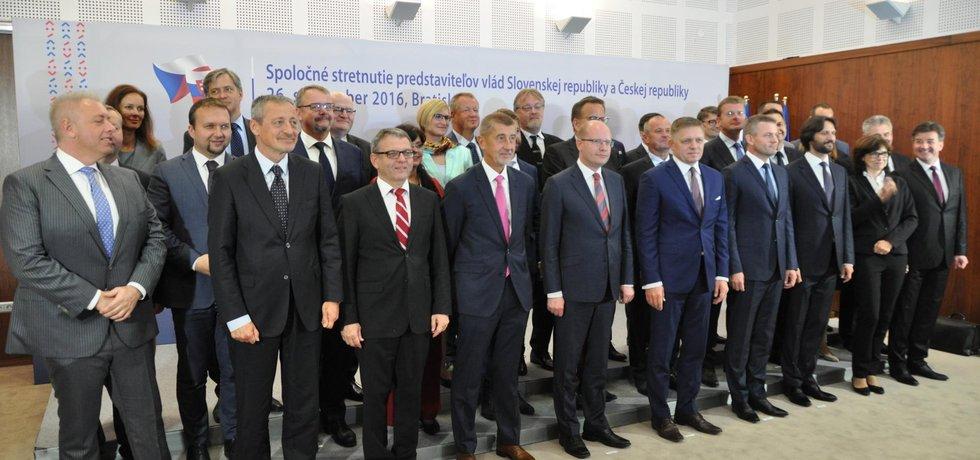 Vlády Česka a Slovenska na společném jednání v Bratislavě