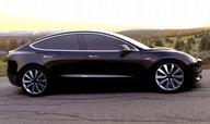Automobilka Tesla téměř zdvojnásobila ztrátu, uspíšila ale plán výroby