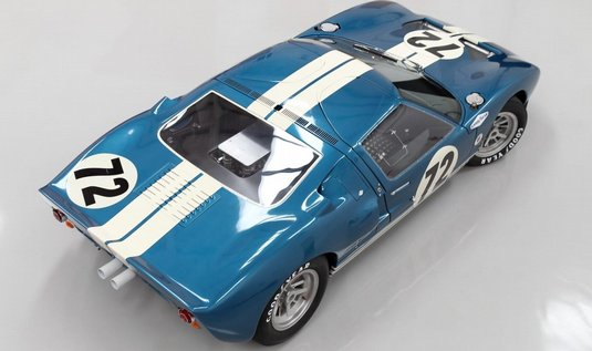  1964 Ford GT 40  jeden z automobilovch klenot, kter budou v aukci v Pebble Beach v Kalifornii