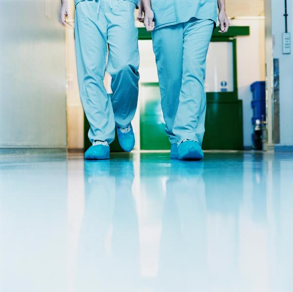 lékaři, chodba, výpověď