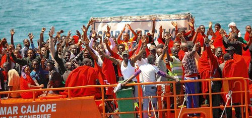 Ve Středomoří začíná kvůli uprchlíkům operace Triton