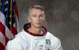 Astronaut Eugene Cernan, poslední muž, který se procházel po Měsíci, zemřel ve věku 82 let.