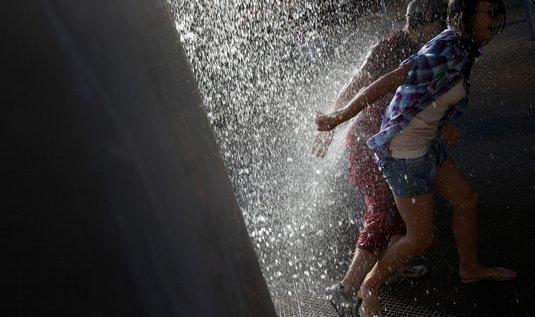 Lidé ve vedrech uvítají jakoukoli možnost ochlasení