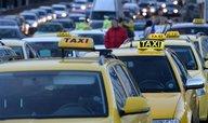 Pražští taxikáři dál blokují magistrálu, tvoří se dlouhé kolony
