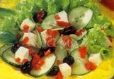Zeleninový salát s ovčím sýrem