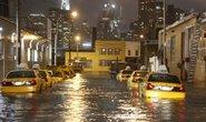 """Nejméně 12 mrtvých po sobě zanechala """"superbouře"""" Sandy, která v pondělí večer místního času (v noci na dnešek SEČ) udeřila na východní pobřeží Spojených států ve státě New Jersey. Na mnoha místech způsobila záplavy, přerušila dodávky elektřiny pro více než 5,5 milionu lidí a zkomplikovala dopravu.  (Foto Profimedia)"""