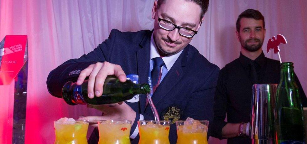 Vítězem mistrovství světa v míchání nealko koktejlů Mattoni Grand Drink 2016 je Slovák Ladislav Doboš.