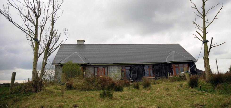 Pozůstatek hypotečního krachu. Nedostavěný dům je na irském venkově běžně k vidění (Autor: Petr Horký, Mladá fronta)