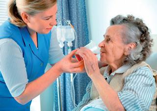 Ilustrační foto, lékařka, sestra, LDN, senioři