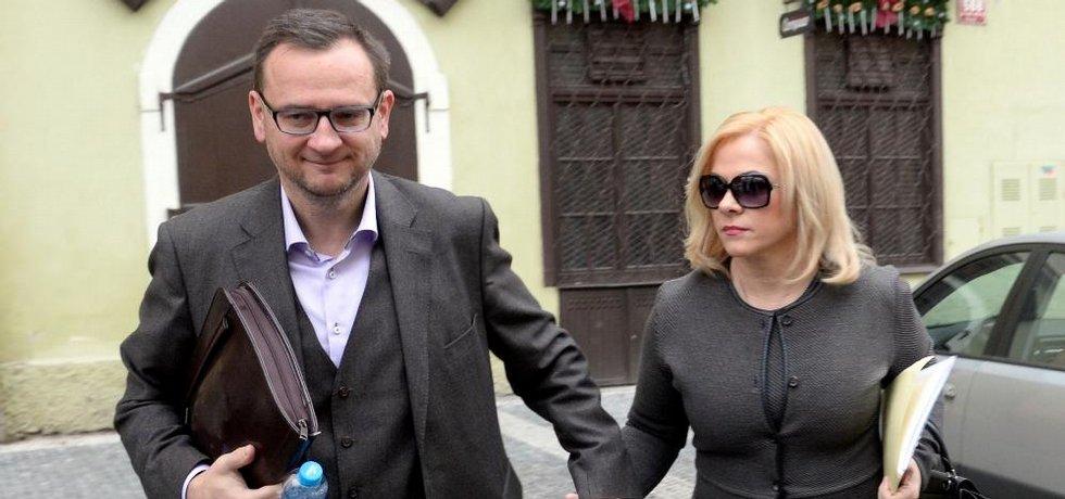 Jana Nečasová, dříve Nagyová, někdejší šéfka kabinetu expremiéra Petra Nečase (vpravo) a jeho nynější manželka obžalovaná ze zneužití Vojenského zpravodajství.