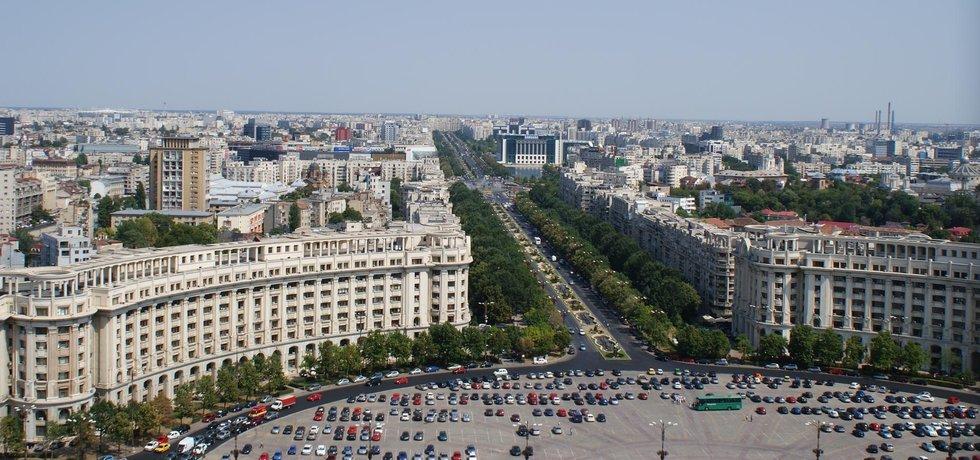 Výhled na rumunské hlavní město Bukurešť ze střechy budovy parlamentu