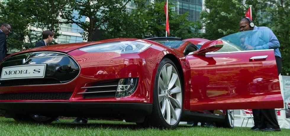 Nový model elektromobilu Tesla S bude oproti svým předchůdcům levnější.