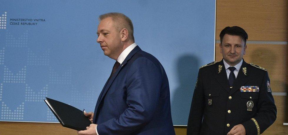 Ministr vnitra Milan Chovanec (vlevo) a policejní prezident Tomáš Tuhý (Zdroj: čtk)