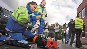 *sanitka, záchranáři, první pomoc, nehoda, úraz