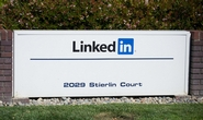LinkedIn roste a vydělává, ale kvůli slabým odhadům ho investoři potopili