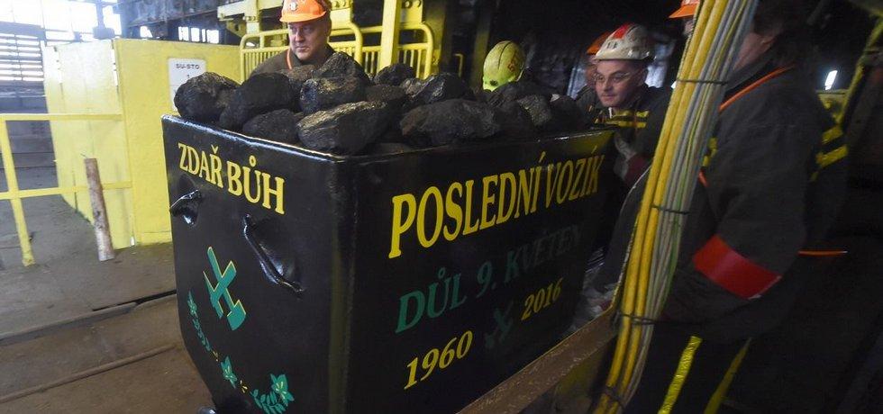 Z dolu 9. květen ve Stonavě na Karvinsku vyjel 24. března na povrch symbolický poslední vozík černého uhlí.