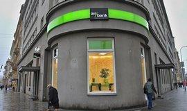 Malé banky zbrojí proti velkým, nalákaly už dva miliony klientů