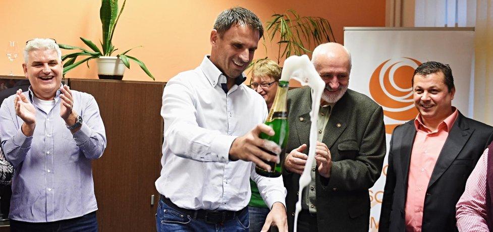 Jiří Zimola může oslavovat. V Jihočeském kraji dovedl ČSSD k vítězství.