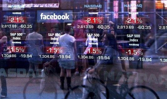 Hodnota společnosti, která sociální síť vlastní, tak přesáhne 100 miliard dolarů (téměř dva biliony korun). To je třetí nejvyšší částka v historii amerických firem v den úpisu akcií.