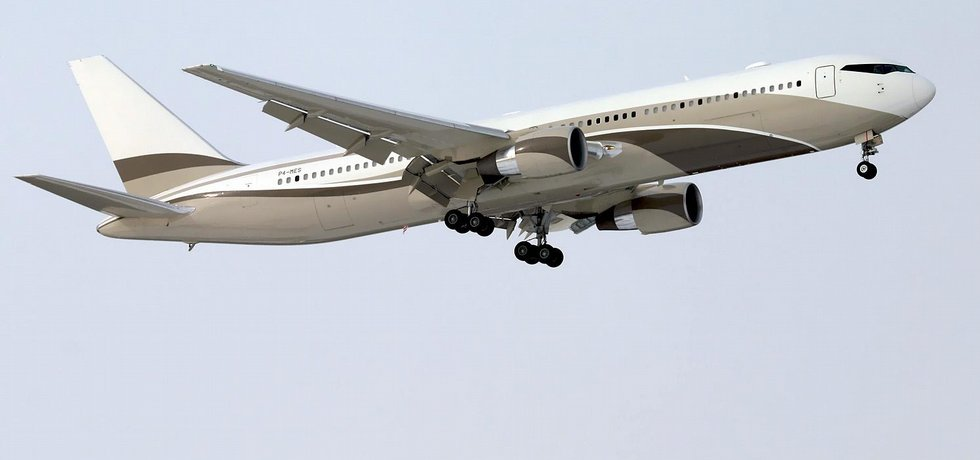 """Boeing 767 Romana Abramoviče. Přezdívka """"bandita"""" se nevztahuje na podnikatelské metody majitele, ale na charakteristickou siluetu oken pilotní kabiny. Foto: Dmitriy Pichugin, GFDL 1.2 via Wikimedia Commons"""